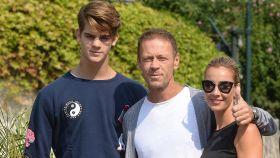 Rocco Sifredi junto a Lorenzo Tano y Rosa Caracciolo (madre de Lorenzo) posan durante el Festival de Venecia.
