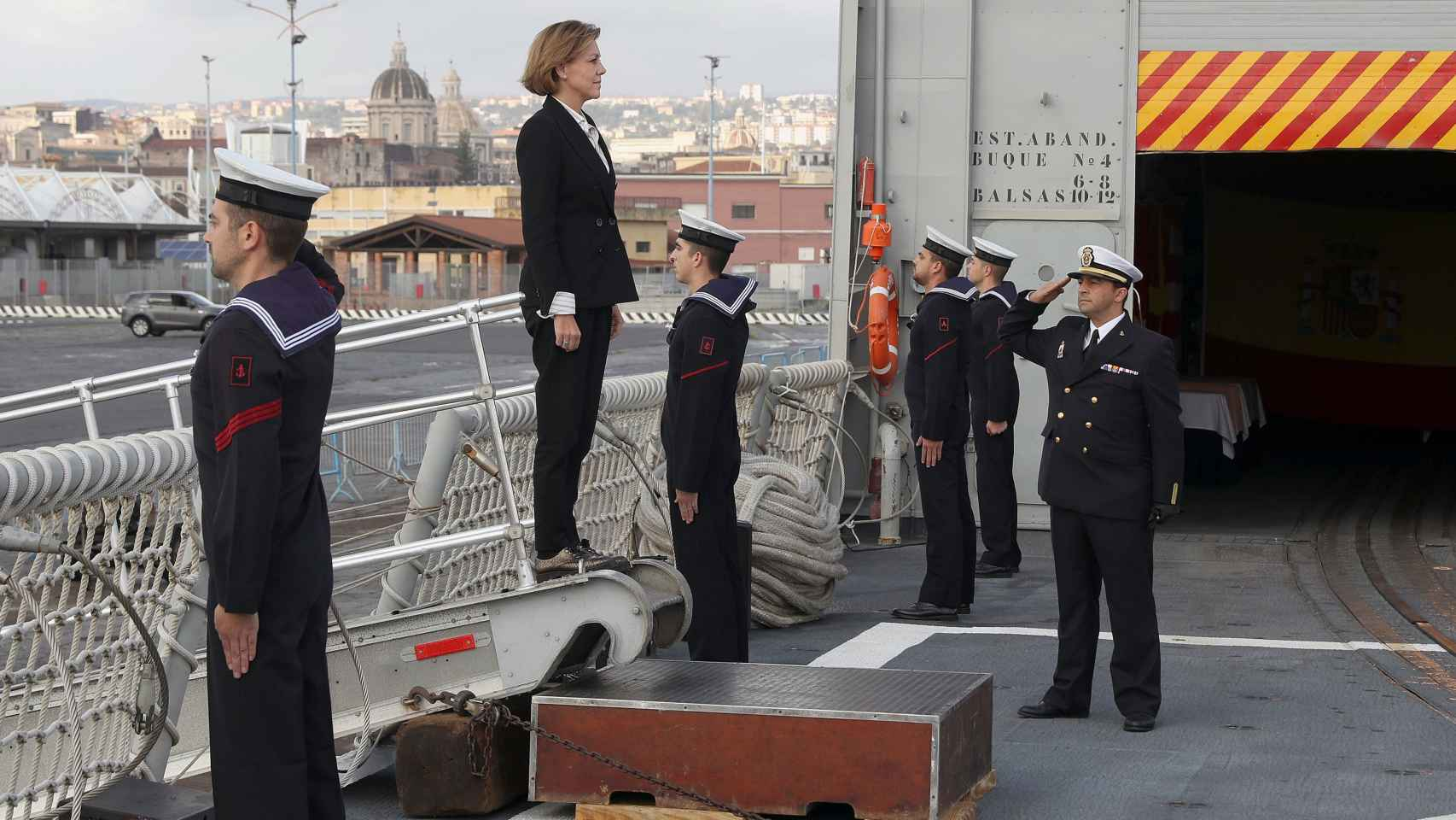 María Dolores de Cospedal en su primera visita a las tropas en el exterior.