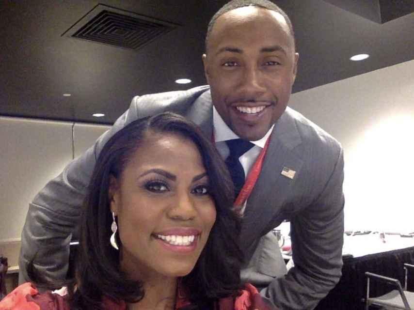 Omarosa (i.) y Ashley D. Bell (d.) son los afroamericanos más prominentes del equipo Trump.