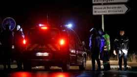 Policías franceses, cerca del asilo donde se ha producido el ataque.