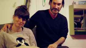 Fani, una joven vegana y empresaria catalana afincada en Berlín, junto a su pareja Carlos.