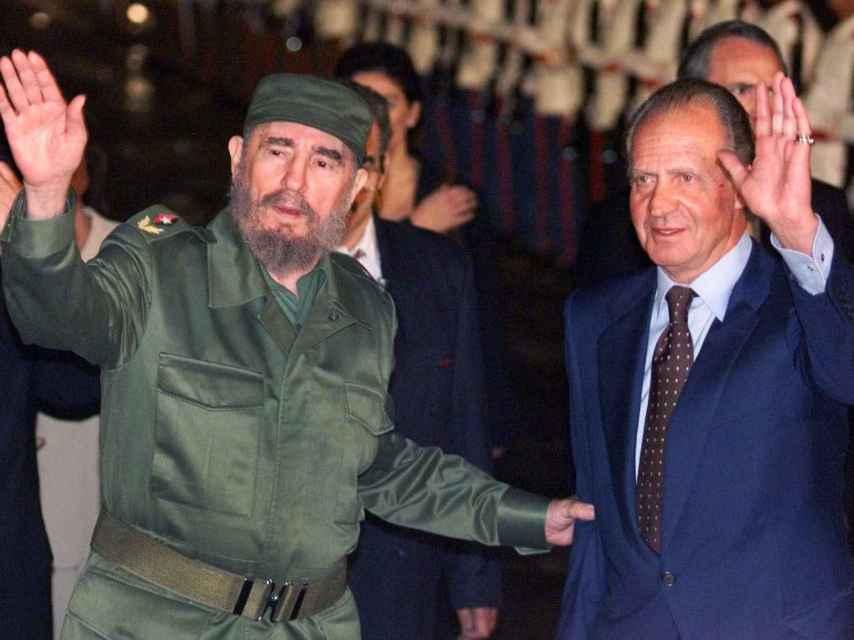 El rey emérito Juan Carlos con Fidel Castro en una visita oficial a Cuba en 1999.