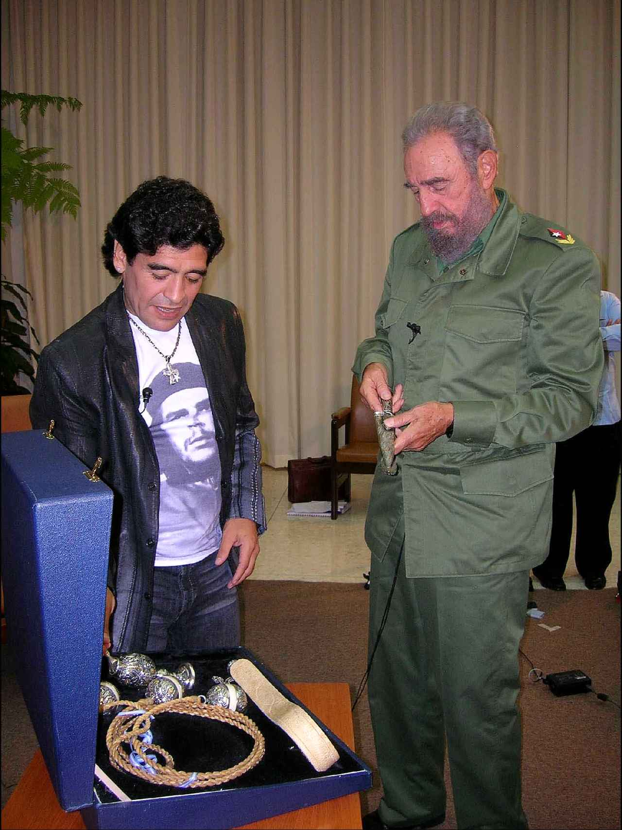 Maradona y su amigo el mandatario Fidel Castro en un encuentro en Cuba.