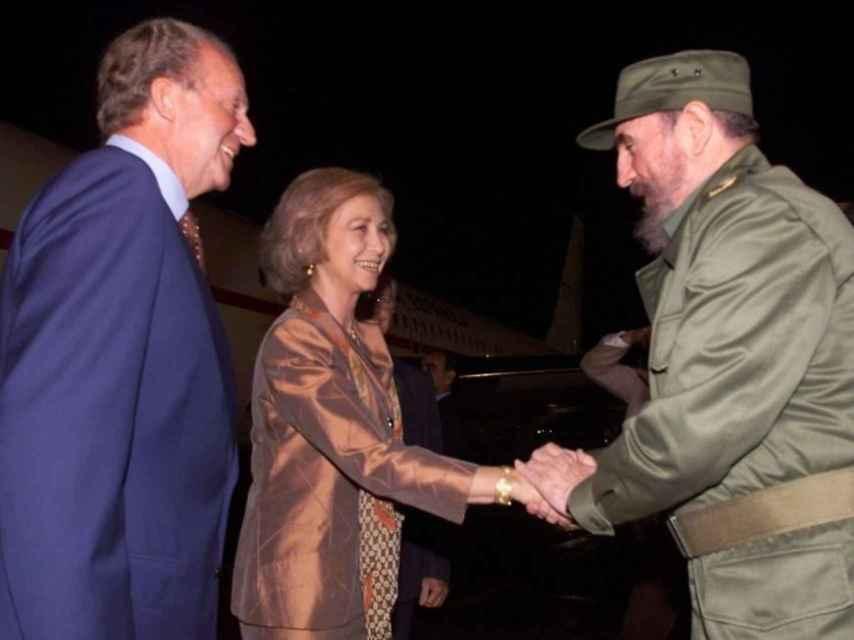 Los reyes eméritos, Juan Carlos y Sofía, con Fidel Castro.