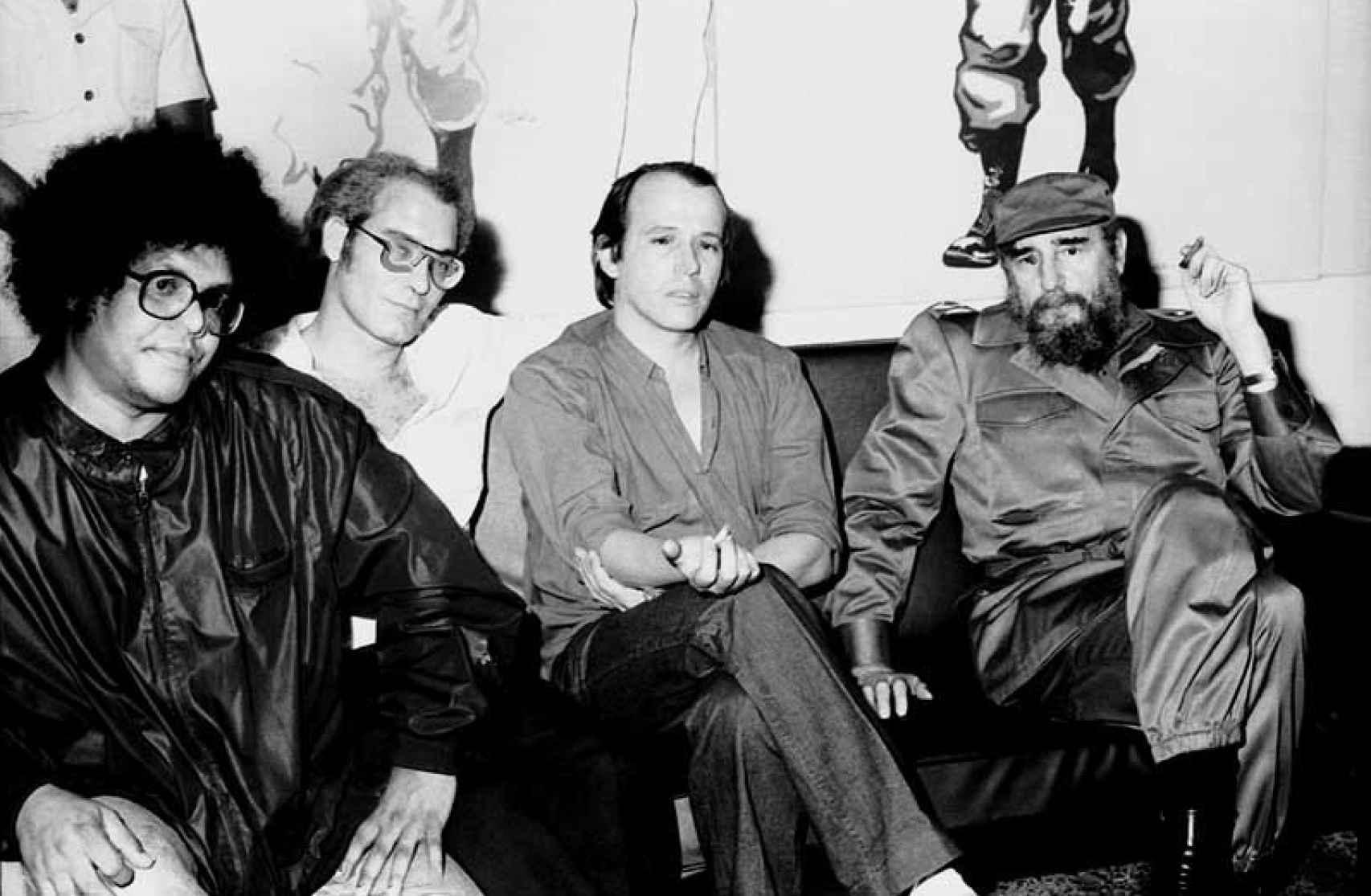 Silvio Rodríguez, a la izquierda, junto con Fidel Castro.