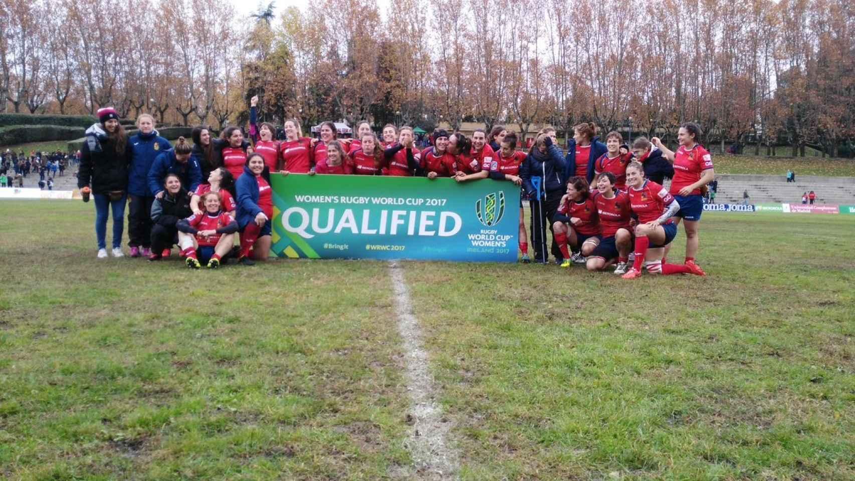 Las jugadoras de la selección española de rugby celebran su clasificación.