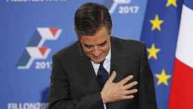 François Fillon saluda en su primera comparecencia tras vencer en las primarias conservadoras.