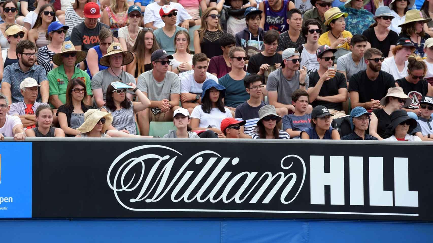 Grada del Open de Australia con el logo de William Hill.