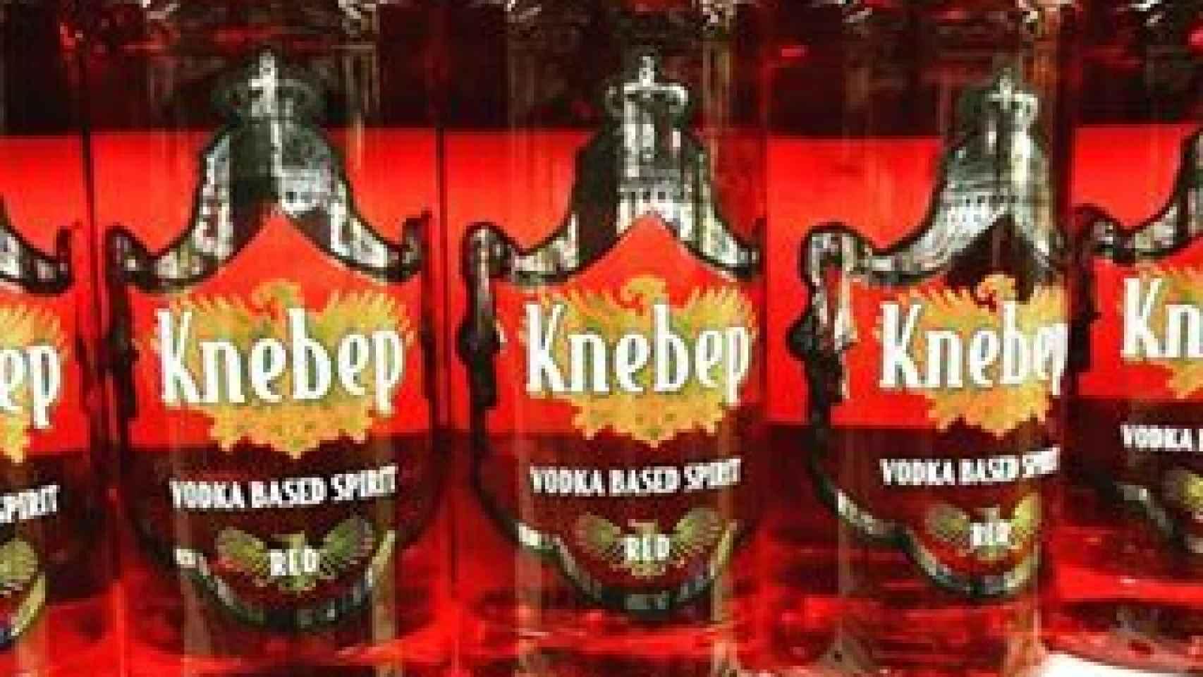 Botellas de vozka rojo de la marca blanca de Mercadona a 4,60 euros