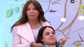 Una maquilladora muestra cómo ocultar los signos del maltrato en la televisión pública marroquí.
