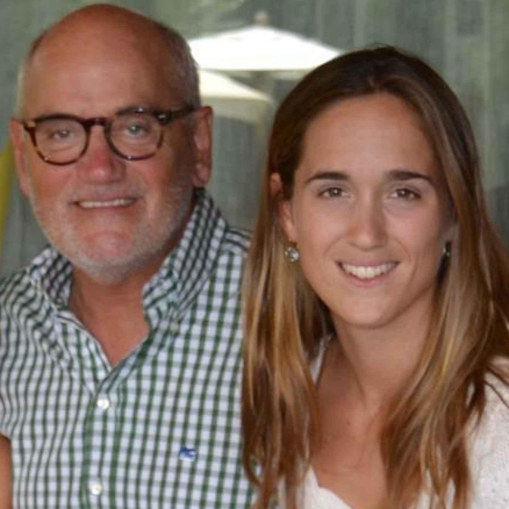 Carles Vilarrubí con su hija Carlota, hace cuatro años