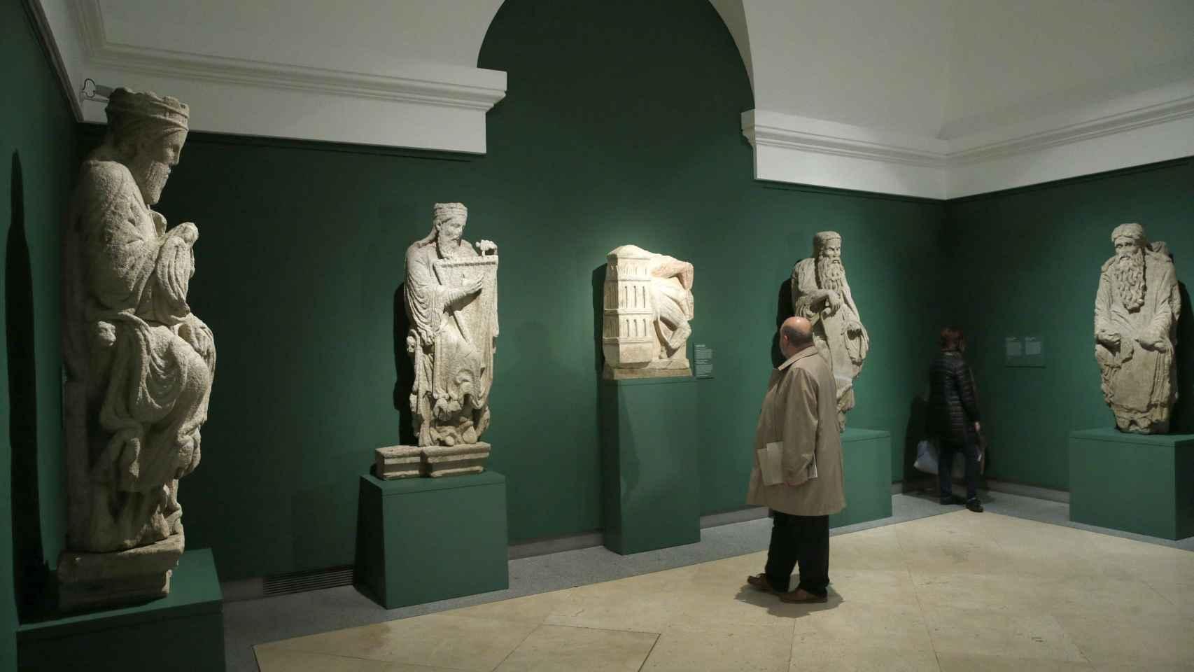 El Museo del Prado presenta Maestro Mateo, una muestra monográfica con obras realizas por el Maestro Mateo para la catedral de Santiago de Compostela que incluye piezas que fueron retiradas de su emplazamiento original.