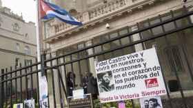 La embajada de Cuba en Washington DC recibe algunas muestras de condolencias.