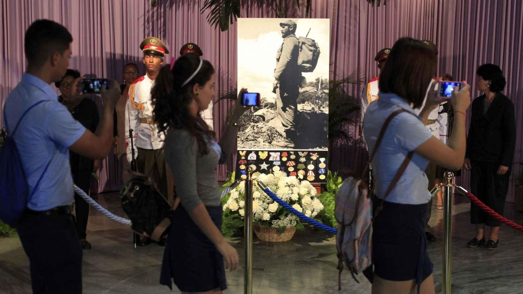 Imagen del memorial a Castro que han visitado este lunes los cubanos