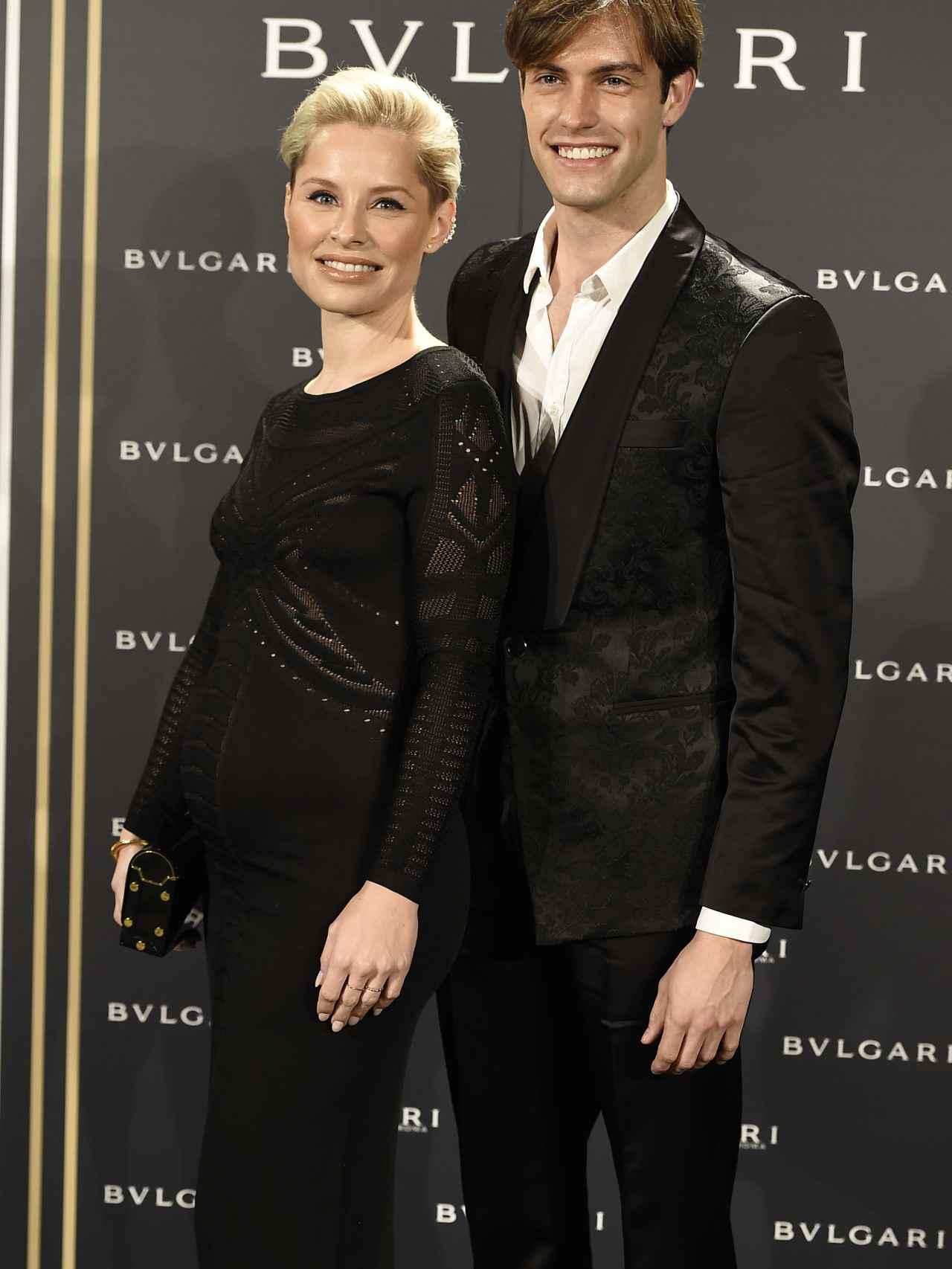 La cantante Soraya, en avanzado estado de embarazo, y su novio el modelo Miguel Herrera.
