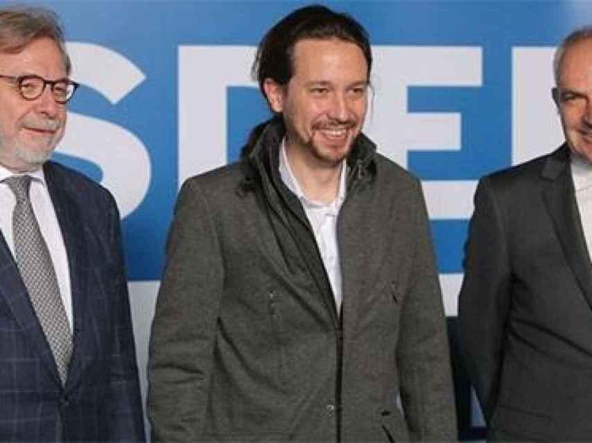 Cebrián e Iglesias en la sede de 'El País'.