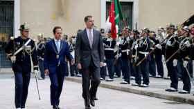 Felipe VI, junto al alcalde de Lisboa, Fernando Medina.