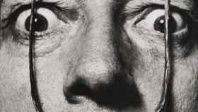 Mi bigote custodia la entrada a mi verdadero yo. Dalí por Halsman.