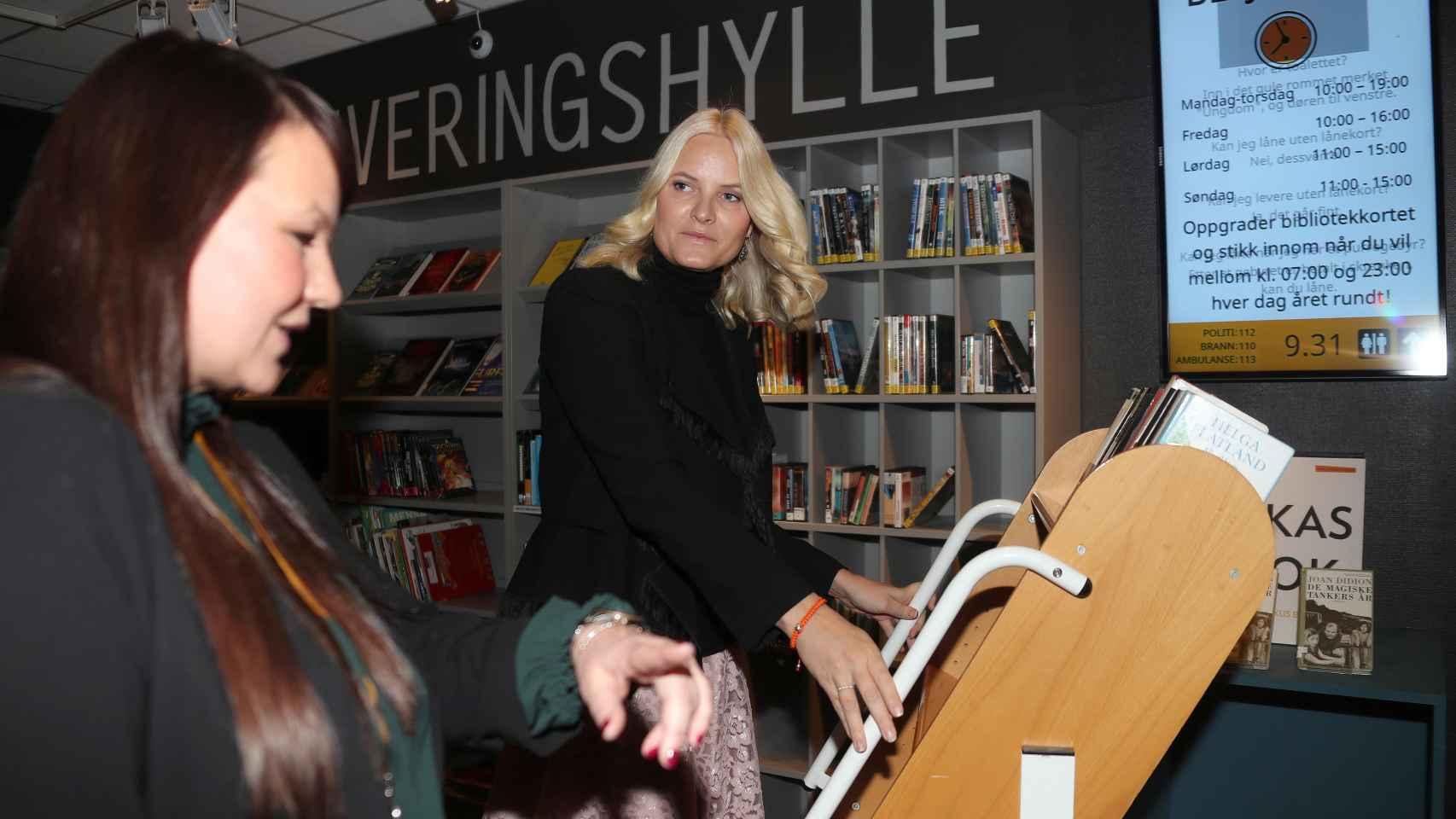 Mette Marit, en un acto celebrado en una biblioteca esta misma semana.
