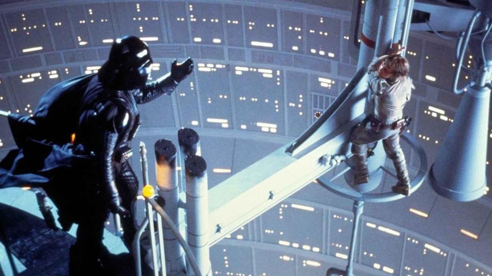 Darth Vader y Luke Skywalker en uno de los fotogramas míticos de Star Wars.