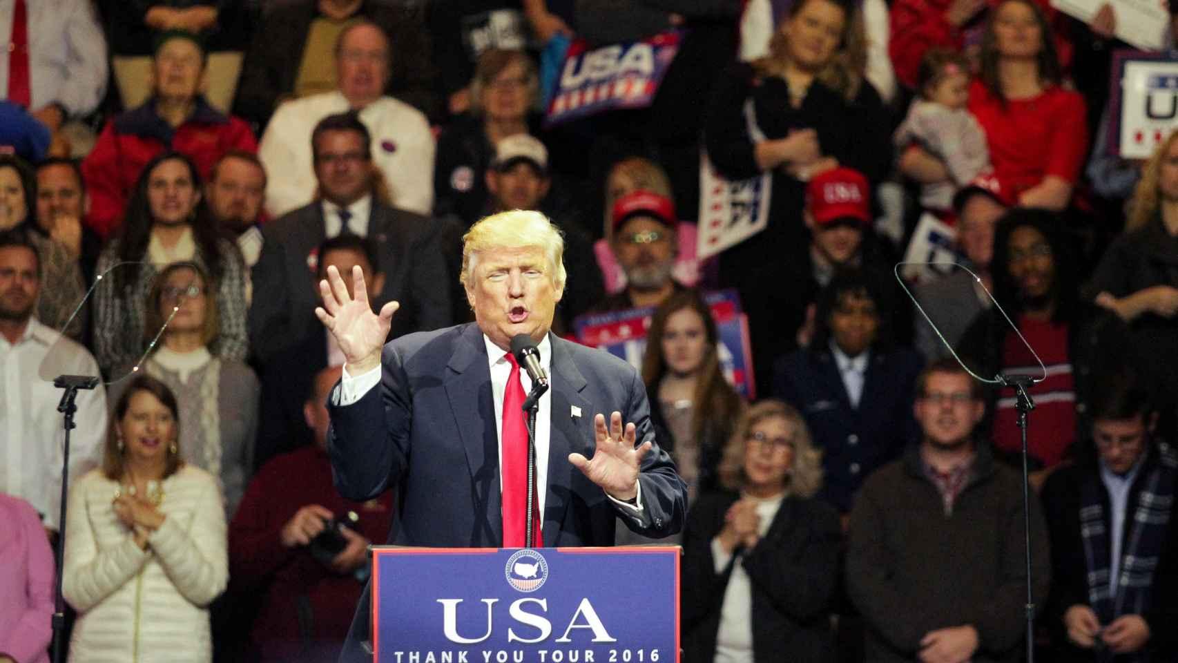 Trump durante un mitin de su gira de agradecimiento en Cincinnati, Ohio
