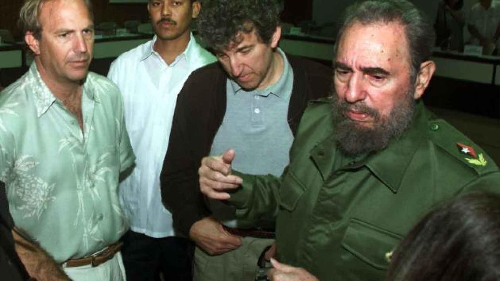 Kevin Costner con Fidel Castro en La Habana