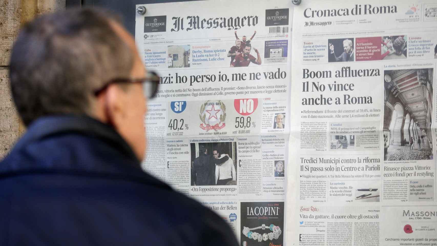 Portadas de diarios italianos este lunes en un kiosko de Roma