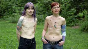Marianne y Debbie, las dos protagonistas del vídeo