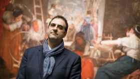 Gabriele Finaldi, junto a Las hilanderas, el día del anuncio de su marcha a la National Gallery.