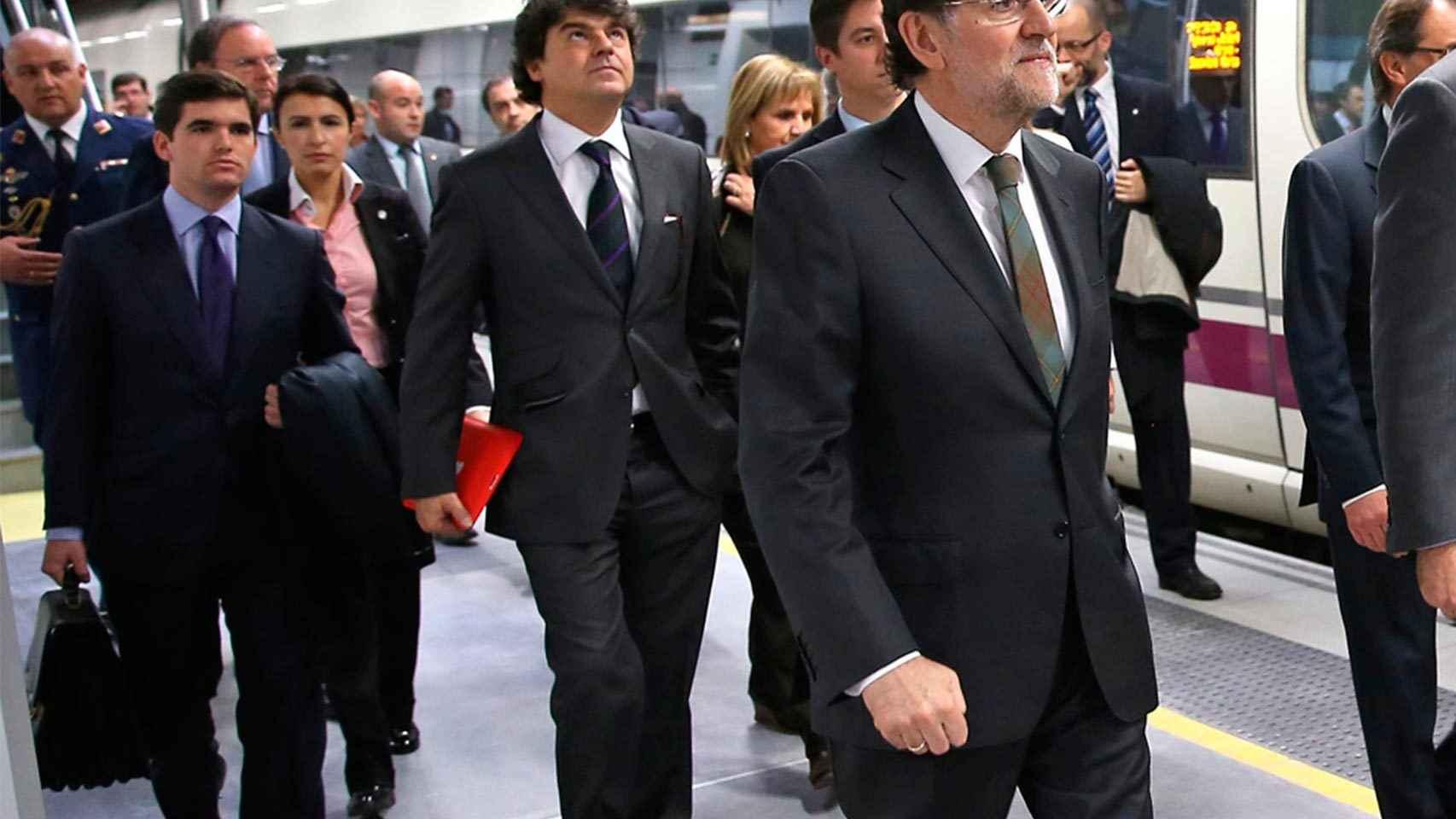 González Castaño, a la izquierda de Jorge Moragas, en un tramo de AVE.
