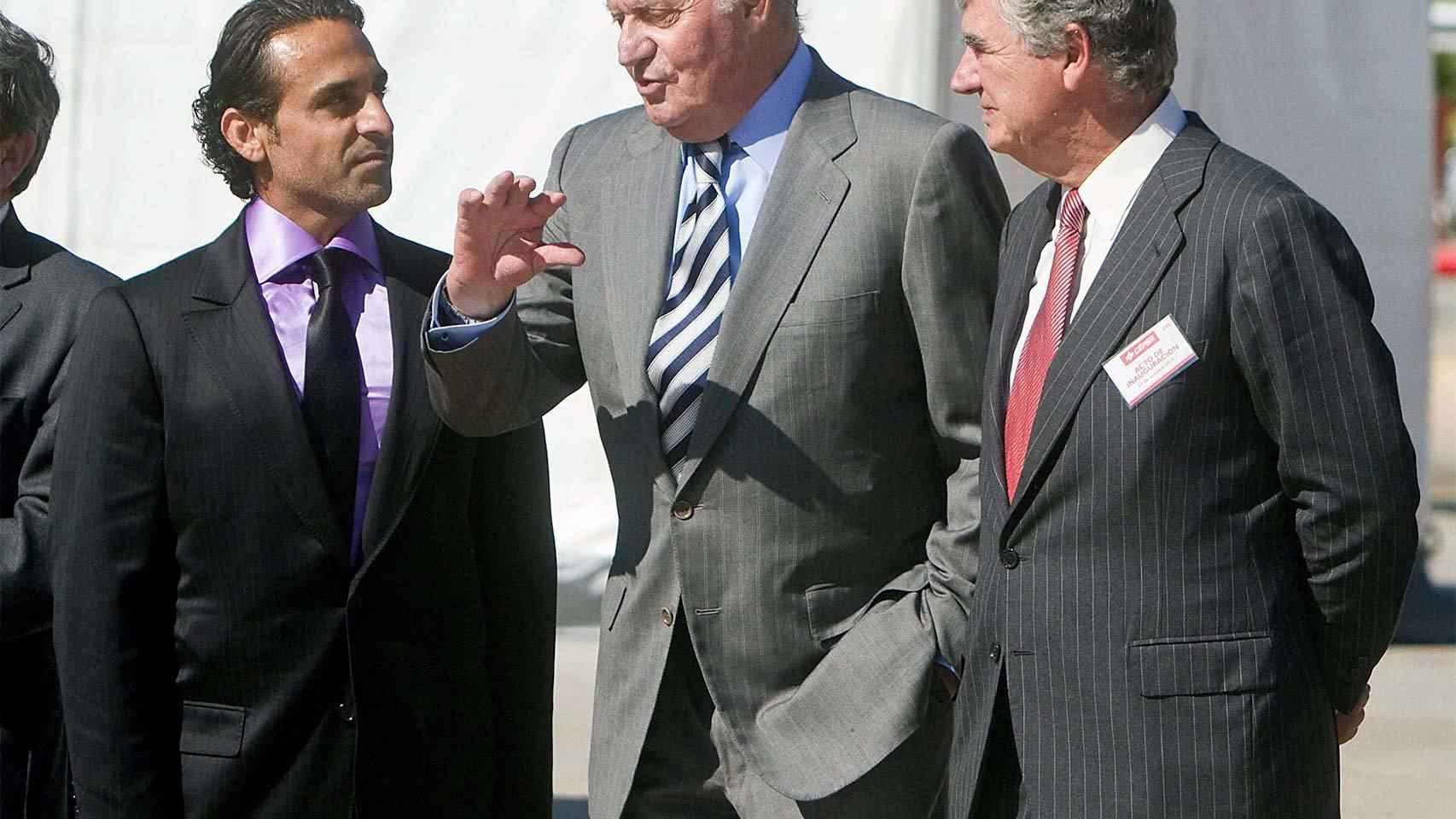 El expresidente de Cepsa Al Qubaisi, a la izquierda del rey Juan Carlos.