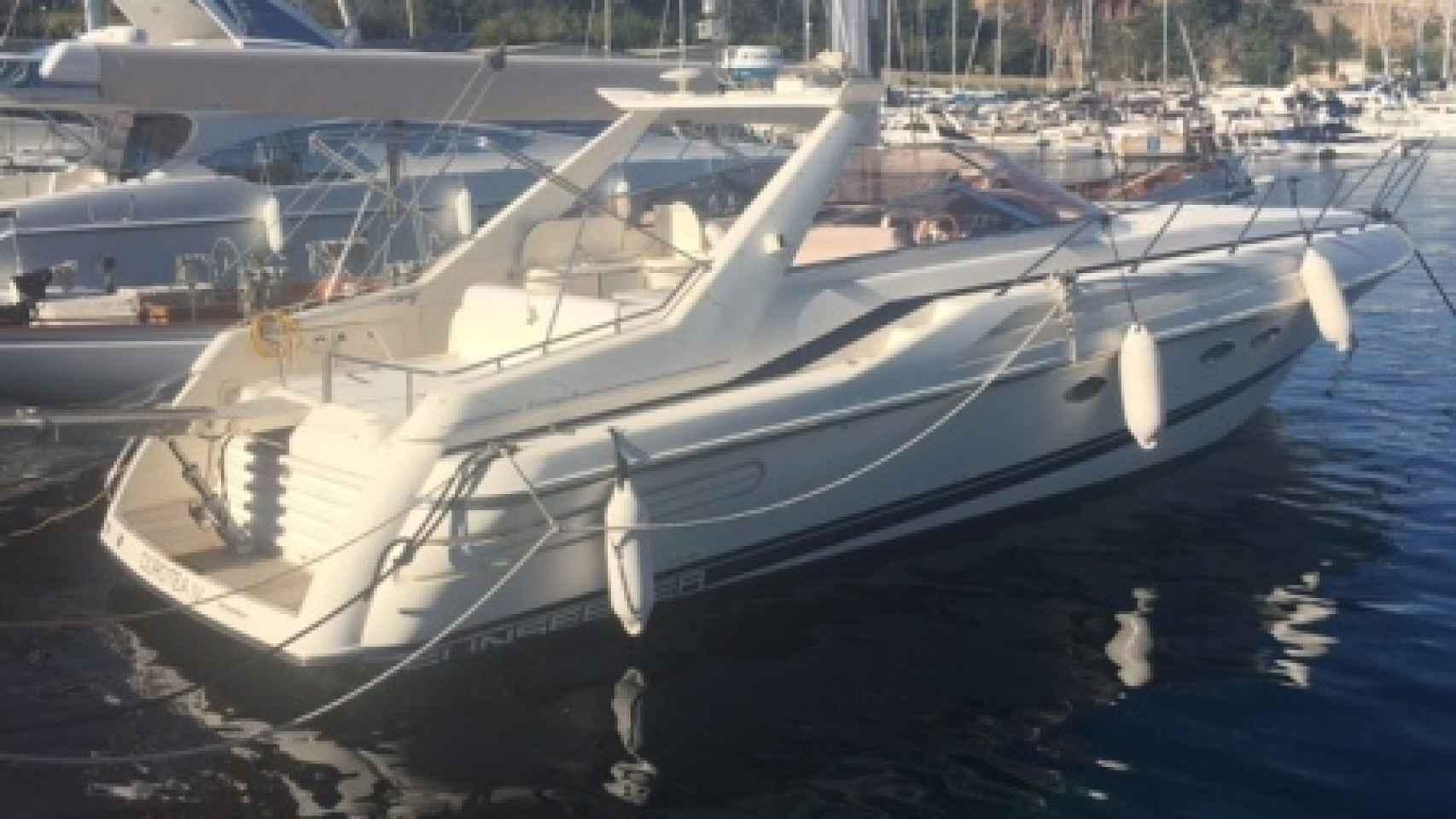 La barca Dortea que vende Macià Alavedra, amarrada en el Puerto de Llafranc
