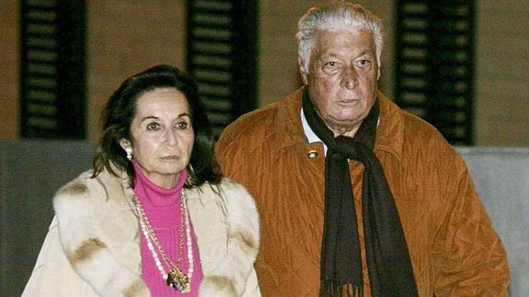 Doris Malfeito acompaña a su marido, Macià Alavedra, a la salida de Can Brians