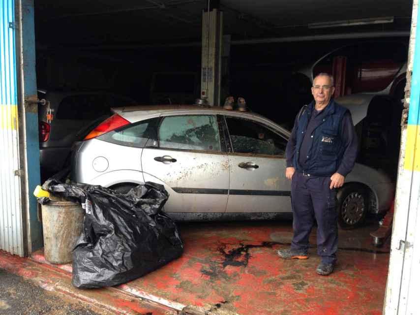 Juan, mecánico, ha perdido 70.000 euros por los destrozos de la lluvia que acabó con la vida de Ionela.