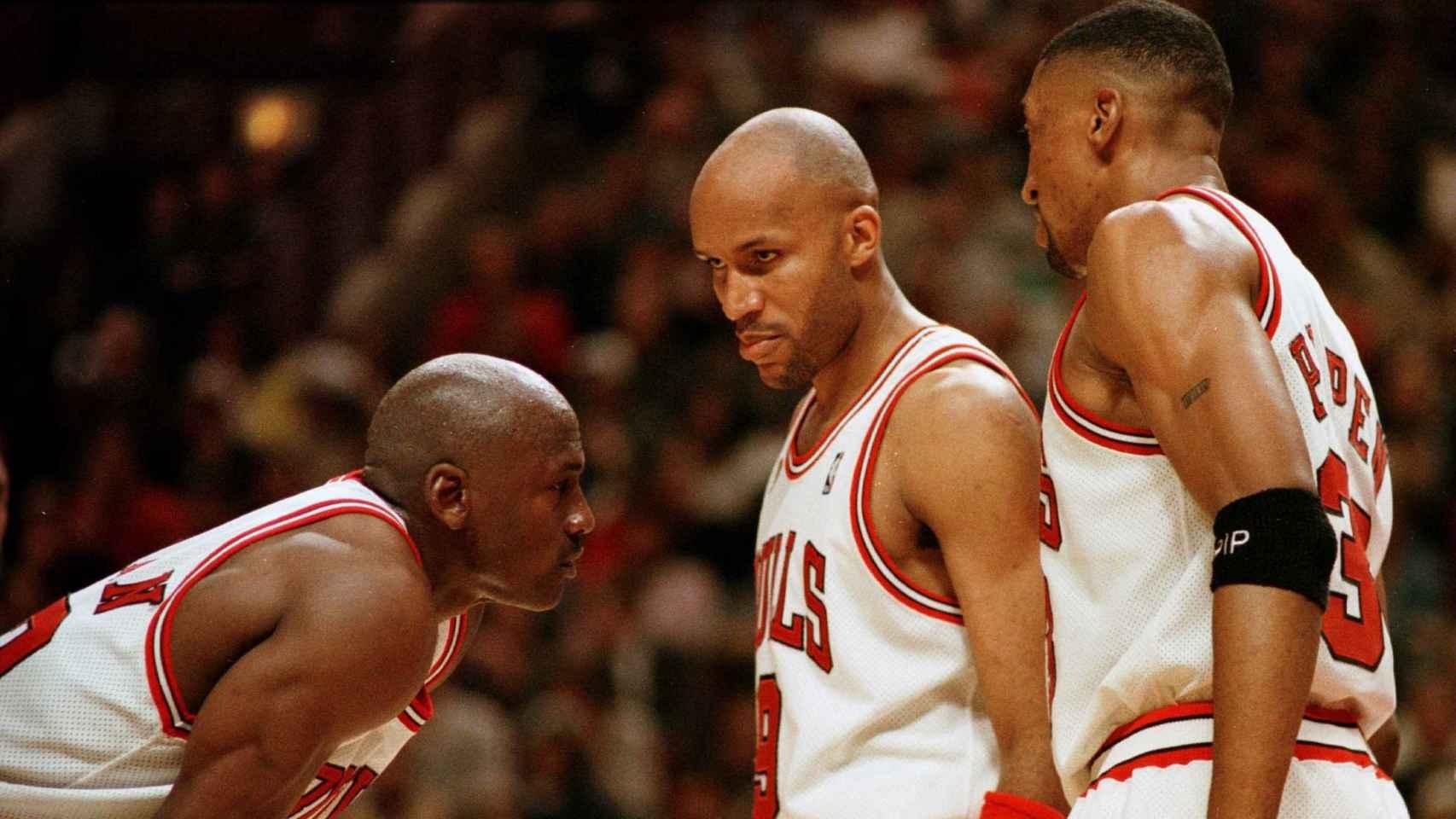 Michael Jordan, Ron Harper y Scottie Pippen en el curso 95/96.