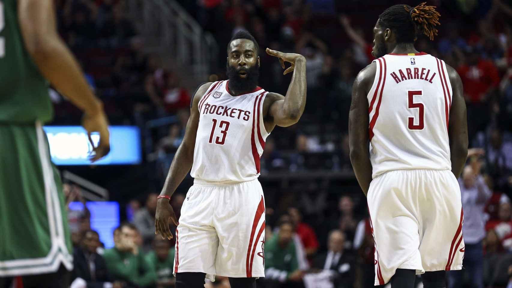 James Harden y Montrezl Harrell en un partido de los Houston Rockets.