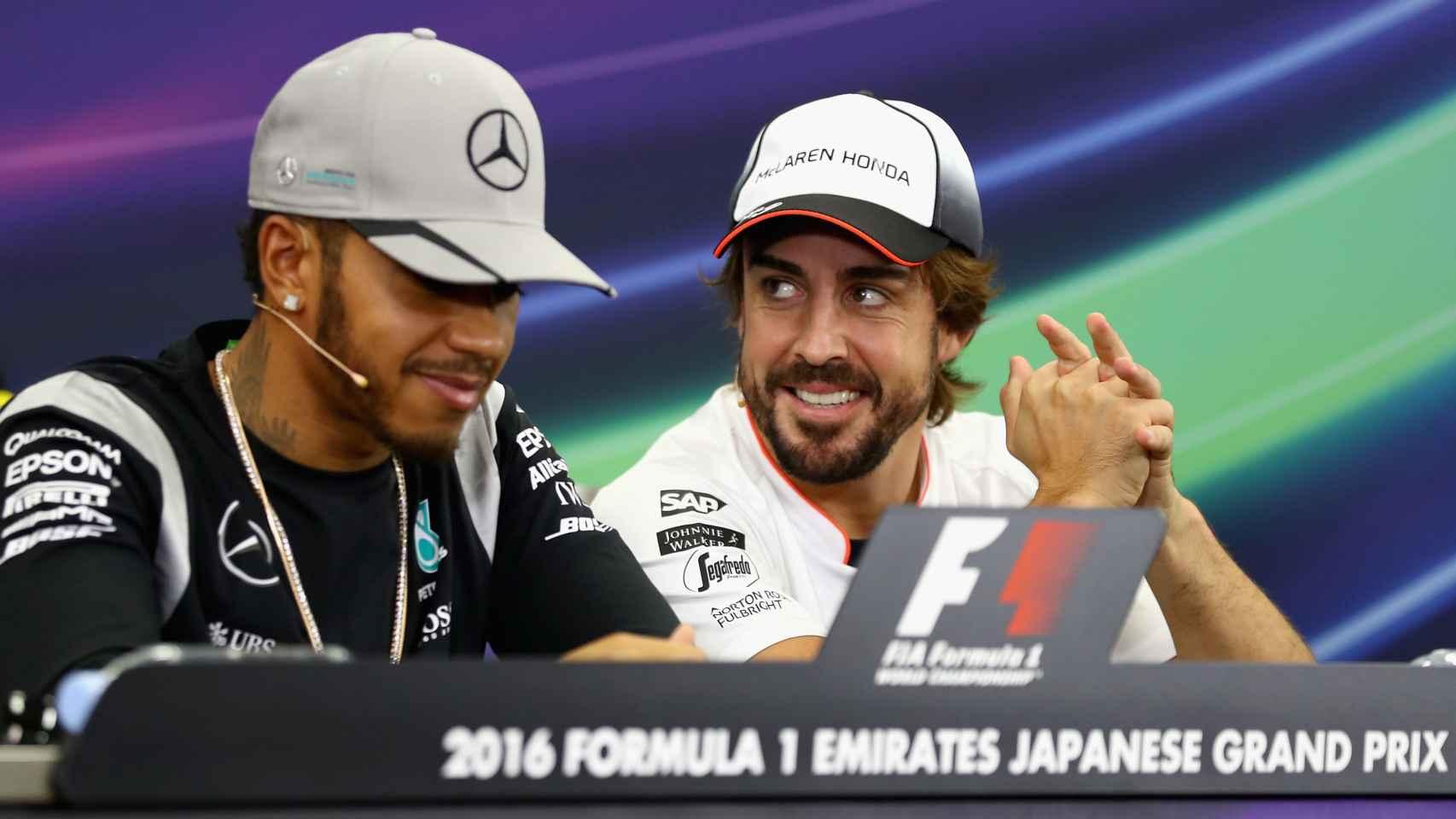 Fernando Alonso y Lewis Hamilton, el pasado 6 de octubre.