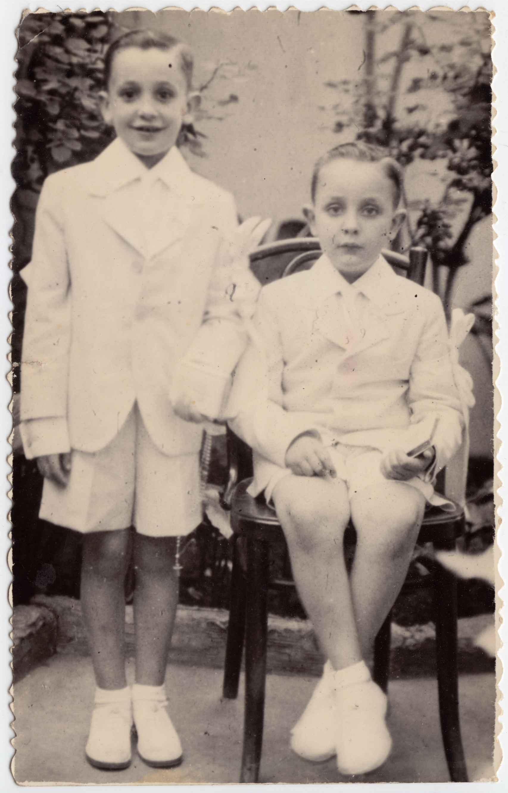 El papa Francisco (izquierda) y su hermano Óscar de pequeños. Imagen de 1940.