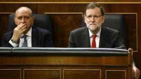 Fernández Díaz, pese a su enfermedad, quiso mantenerse fiel a Mariano Rajoydurante el año que el Ejecutivo ha estado en funciones.
