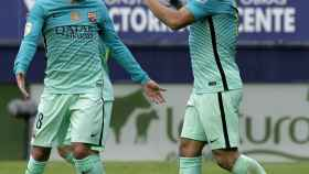 Jordi Alba y Luis Suárez en el partido ante Osasuna.