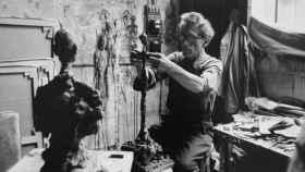 Alberto Giacometti retratado por Ernst Scheidegger, a finales de los años cincuenta.