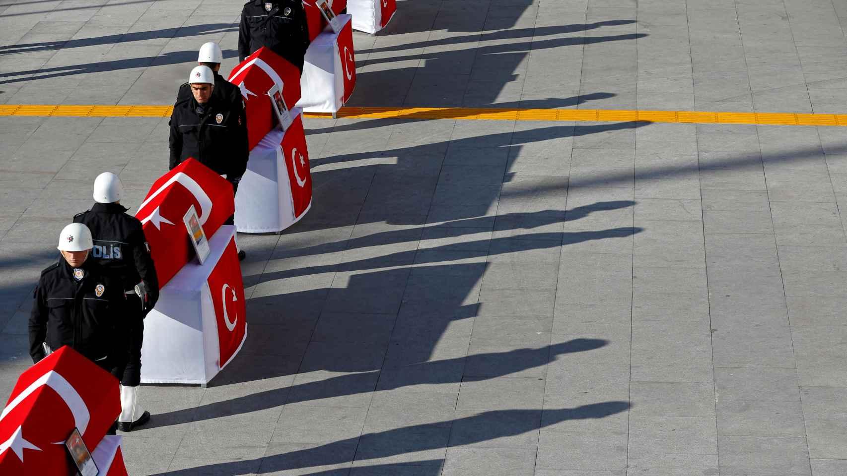 Este domingo se han celebrado las primeras honras fúnebres por el atentado de Estambul.