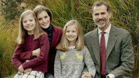 La Familia Real al completo en los jardines de Zarzuela.