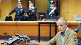 Erri de Luca durante su juicio por llamar al sabotaje de las obras del tren de alta velocidad en Italia.