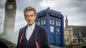 Peter Capaldi, caracterizado como el décimosegundo Doctor Who.