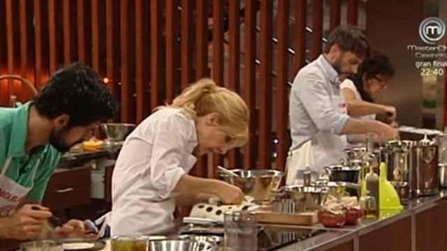 Momento en el que los concursantes cocinaron la receta de Ramón Freixa.
