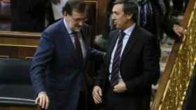 Rafael Hernando y Mariano Rajoy, en el Pleno del Congreso.
