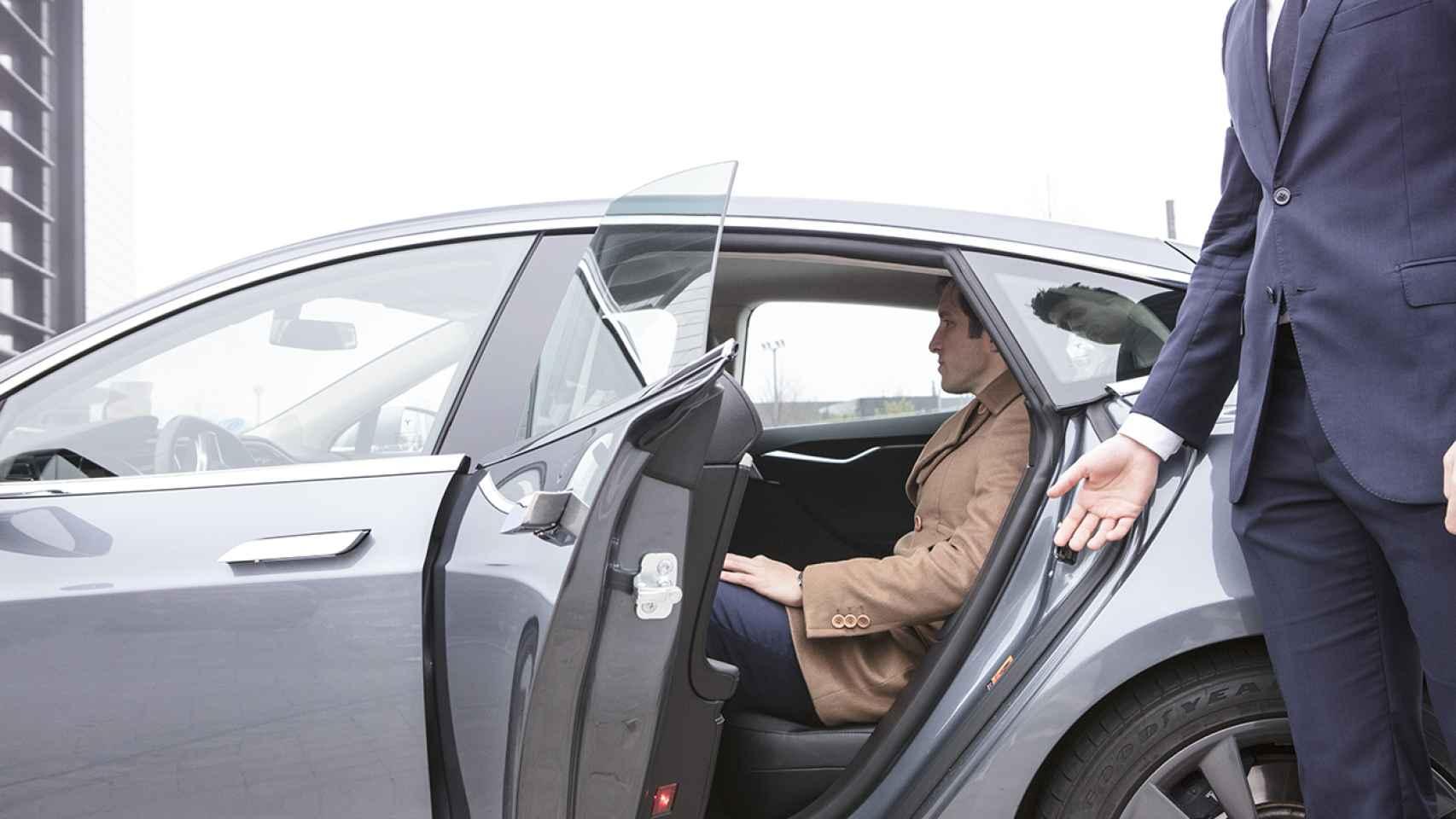 Pone en marcha un servicio de coches eléctricos.