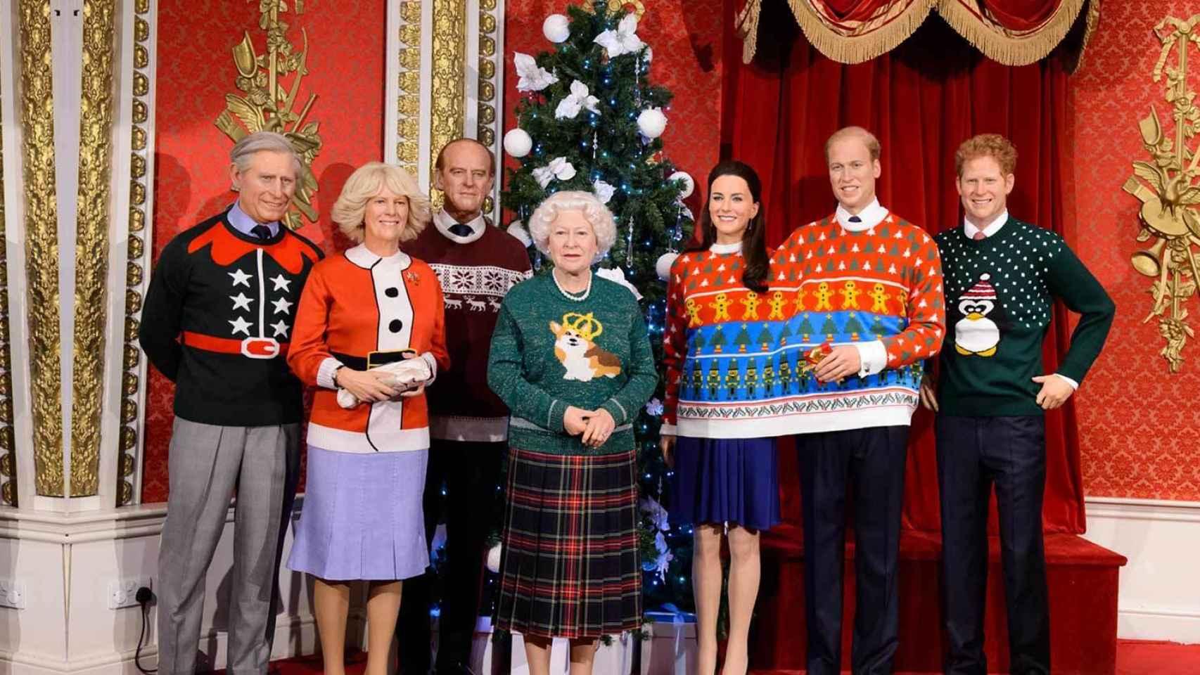 La réplica de la familia real británica al completo, vestida de Navidad
