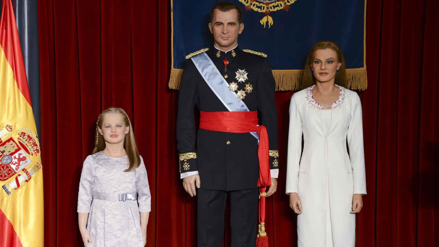 Réplica de los reyes Felipe VI y Letizia con la infanta Leonor